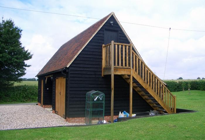 Pond House garage